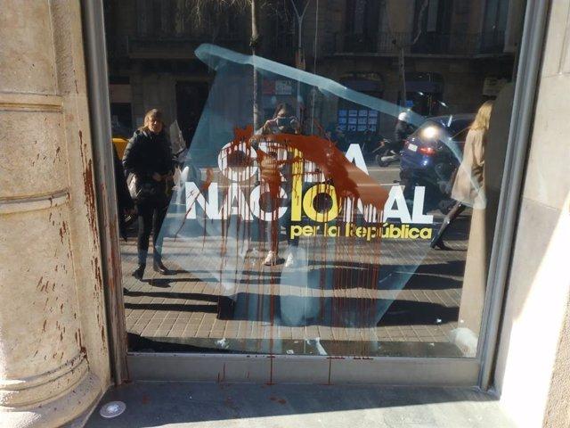 La seu de la Crida Nacional a Barcelona amb pintades