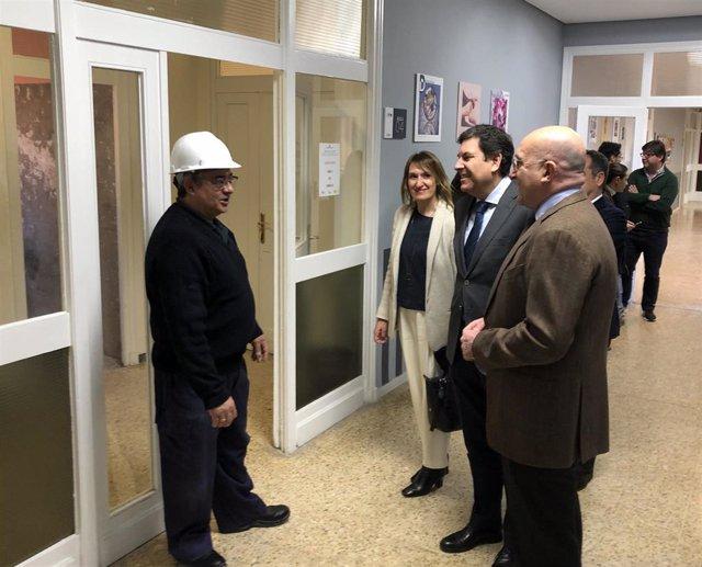 Carriedo y Carnero visitan los talleres mixtos del 'Doctor Villacián'