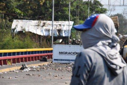 Cientos de venezolanos cruzan todos los días la frontera con Colombia para comer