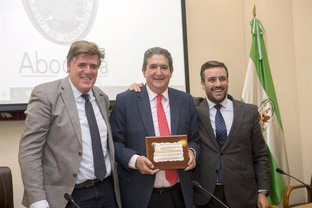 Reconocimiento del Foro Internacional de Mediadores al decano de los abogados de