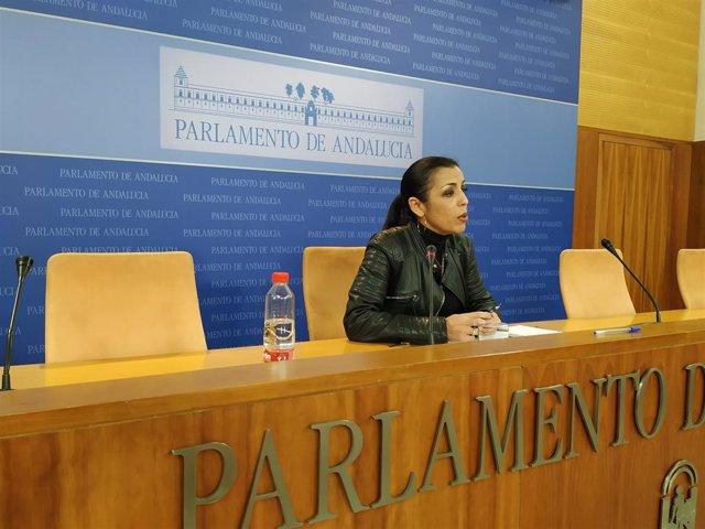 La presidenta del Parlamento andaluz, Marta Bosquet, durante la rueda de prensa