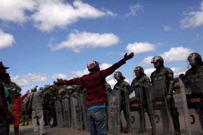 Brasil recibe doce militares más que han desertado del Ejército venezolano