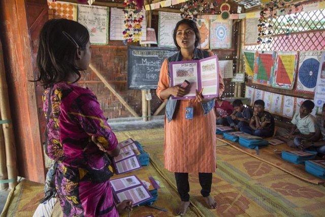 """UNICEF advierte de la necesidad """"desesperada"""" de formar a los niños rohingya"""