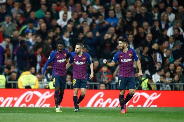 Els jugadors del Bara celebrant un gol