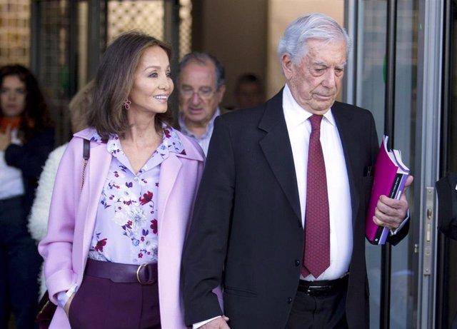 Isabel Preysler y Mario Vargas Llosa pasean su amor por ARCO