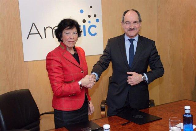 Celaá firma con la patronal AMETIC un convenido para la revisión permanente de l