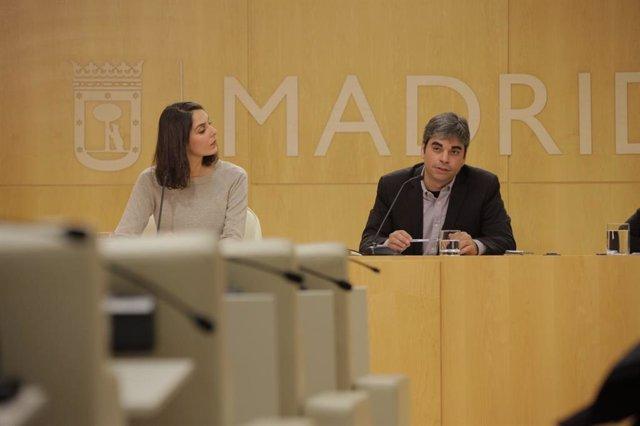 La portavoz del Ayuntamiento de Madrid, Rita Maestre, y el delegado de Economía,
