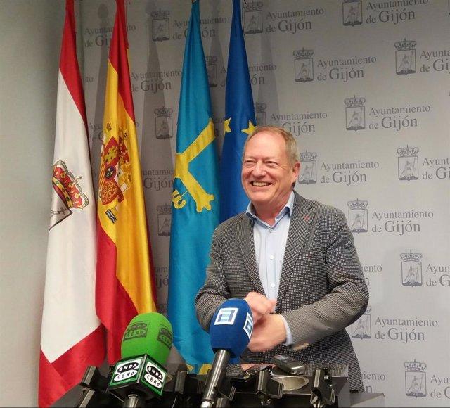 """Aurelio Martín (IU Xixón) ve """"suicida"""" ir de número 3 con Podemos al Congreso pe"""