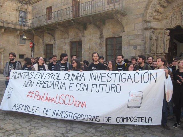 Decenas de investigadores protestan en Santiago por su precariedad