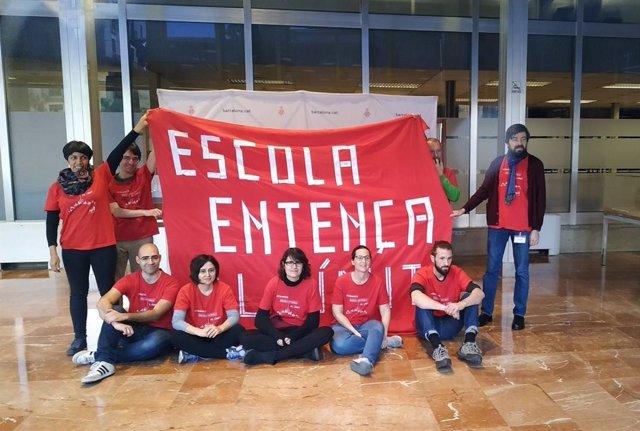Les famílies de l'escola Entena demanen a Colau una ubicació definitiva