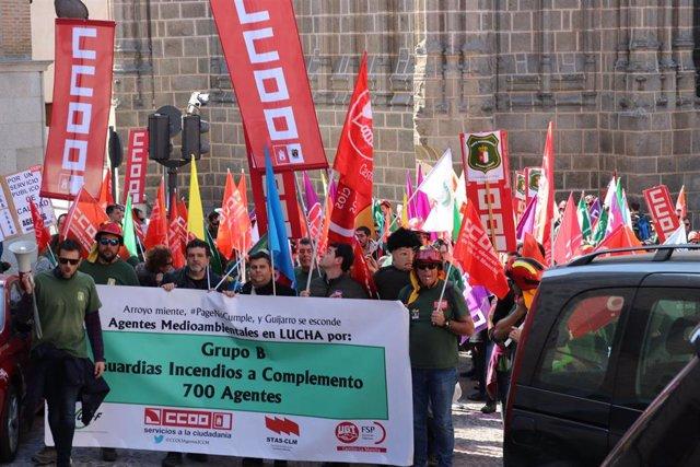 Manifestación de agentes medio ambientales en la manifestació de Toledo