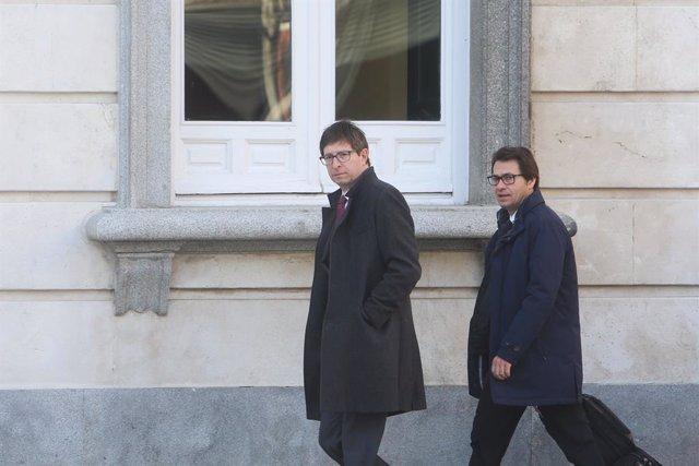 Carles Mundó i el seu advocat Josep Riba arribant al Tribunal Suprem