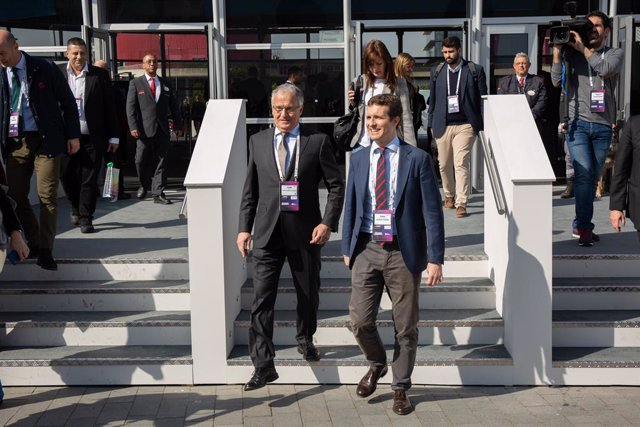 Josep Bou i Pablo Casado sortint de l'MWC (arxiu)