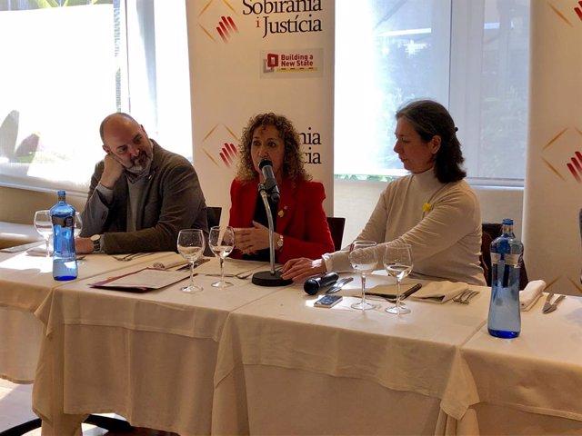 El periodista Germ Capdevila, la consellera Ester Capella i la presidenta de So