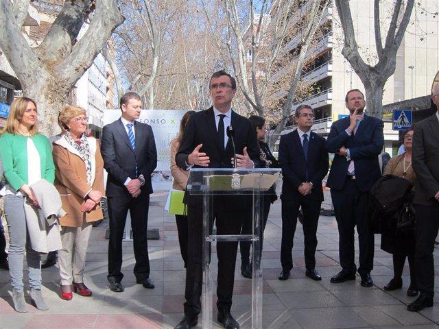El alcalde de Murcia José Ballesta da cuenta de la licitación obras recuperación