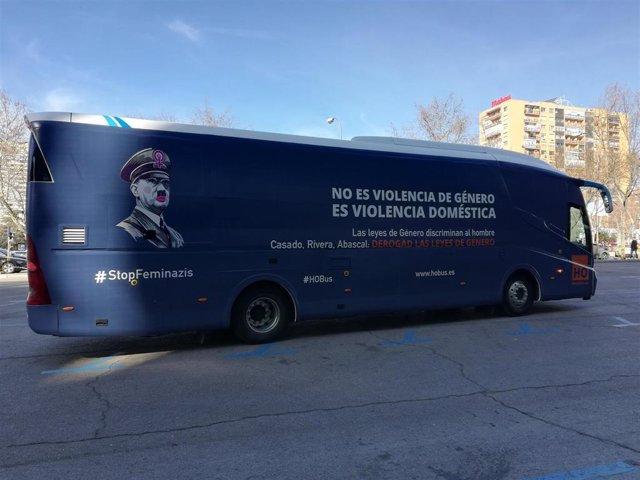 HazteOir utiliza la imagen de Hitler y el mensaje '#StopFeminazis' para cuestion