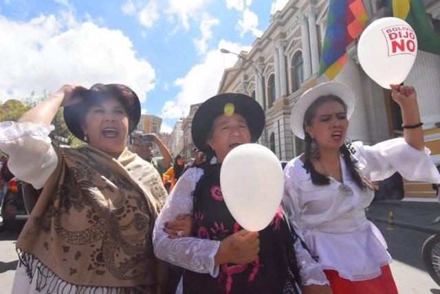 """""""Jueves De Comadres"""", Un Día De Reivindicación De La Mujer En Bolivia Y Ahora Pa"""