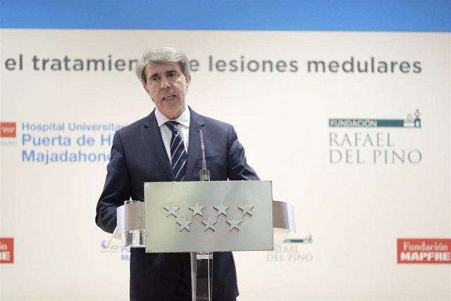 El presidente regional Ángel Garrido presenta un tratamiento sobre lesiones medu