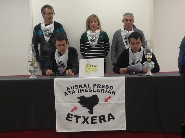 """Etxerat pide """"sinceras disculpas"""" a las víctimas de ETA si han podido """"contribui"""