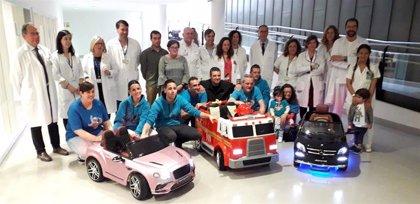 El HUCA incorpora tres coches eléctricos teledirigidos para trasladar al quirófano a los pacientes pediátricos