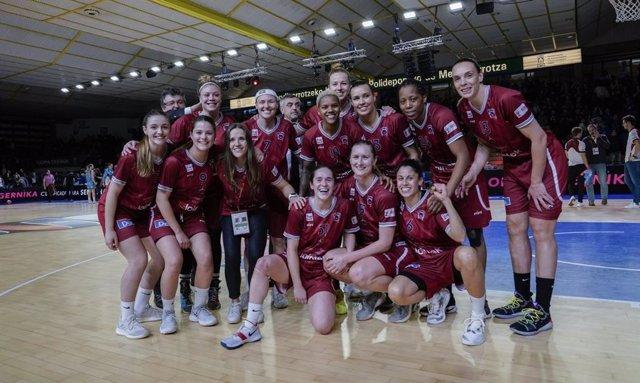 Las jugadoras del Lointek Gernika celebran una victoria