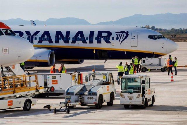 LLegada de los primeros vuelos comerciales al Aeropuerto Internacional de la Reg