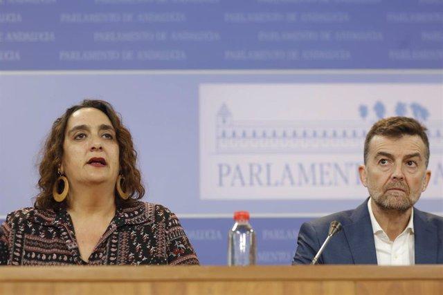 Ángela Aguilera y Antonio Maíllo, de Adelante Andalucía, en rueda de prensa hace