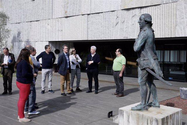 Martín visita alumbrado público Meruelo