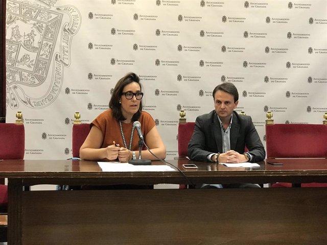 Rueda de prensa de los concejales del PP María Francés y Juan Antonio Fuentes, e