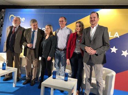 """Alonso (PP) acusa a Podemos de ser """"Maduro en España"""" y dice sentir """"vergüenza"""" de un """"personaje espantoso y criminal"""""""
