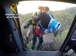 Successos.- Rescaten un ciclista en el Galatzó després de clavar-se el manillar