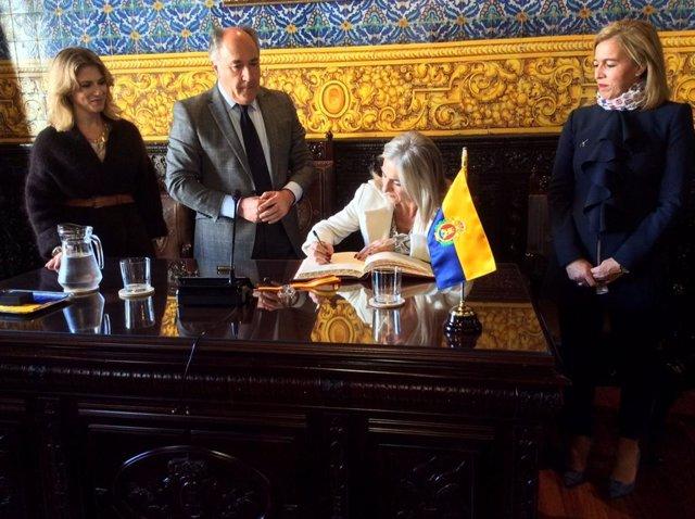 El alcalde de Algeciras recibe a la consejera de Cultura de la Junta en su visit
