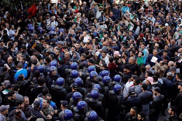Protestas en Argelia contra la candidatura del presidente Abdelaziz Buteflika pa