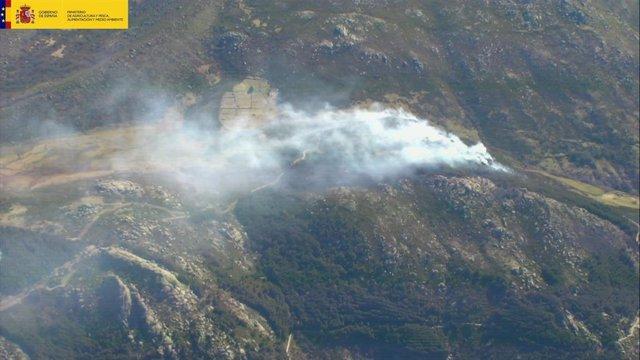 El Gobierno envía medios aéreos y brigadas forestales a los fuegos de Extremadur