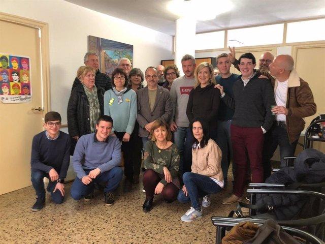 Carles Campuzano (PDeCAT) rodeado de miembros del partido del Garraf