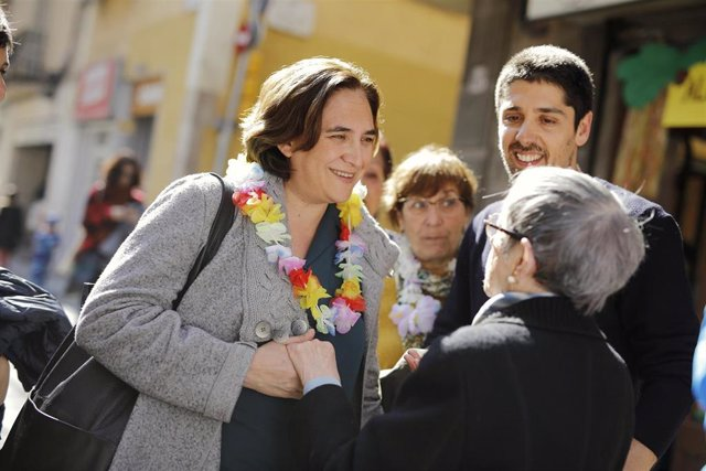 La alcaldesa de Barcelona, Ada Colau, en la Fiesta de la calle Gran de Sant Andr