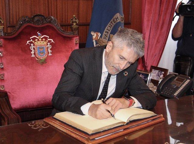 """El ministro del Interior rechaza la propuesta del PP de considerar """"inmigrantes"""