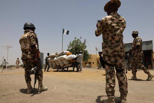 Soldados de Nigeria en Borno
