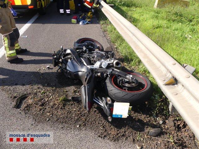 Mor un motorista en ser colpejat per un turisme en El Prat (Barcelona)