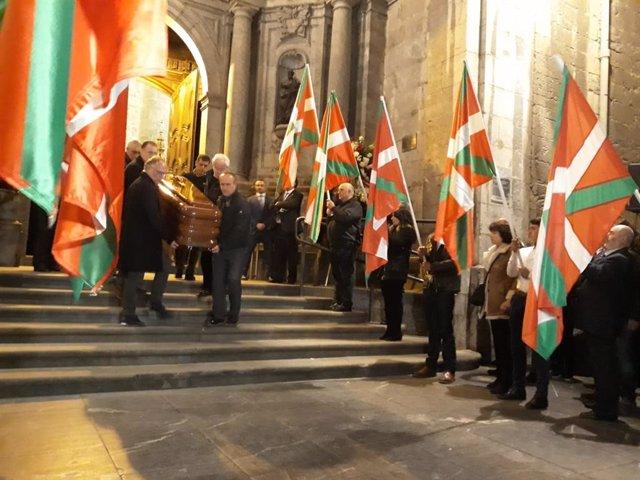 El PNV da su último adiós a Xabier Arzalluz en una misa funeral oficiada en Azko