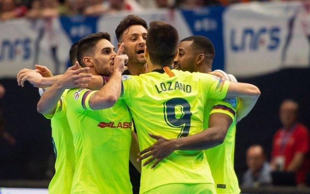 Los jugadores del Bara Lassa celebran un gol
