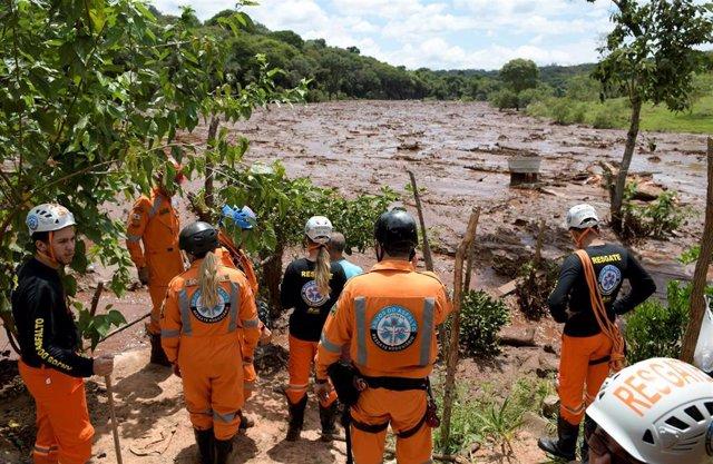 Inundación tras la rotura de una presa minera en Brumadinho, Brasil