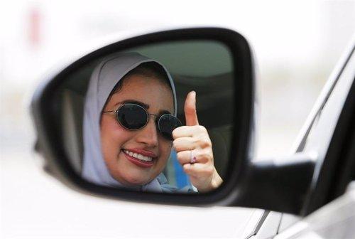 El derecho a conducir, una conquista para la mujer saudí en 2018 en un país con