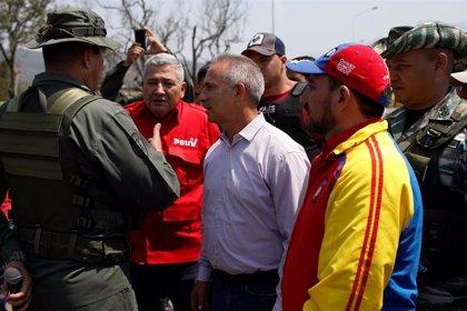 El Gobierno de Venezuela asegura que en los camiones de ayuda humanitaria había material de protesta