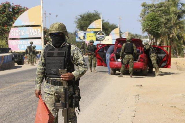 Militares mexicanos.