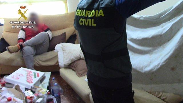 La Guardia Civil detiene a 14 miembros de una organización criminal dedicada a l