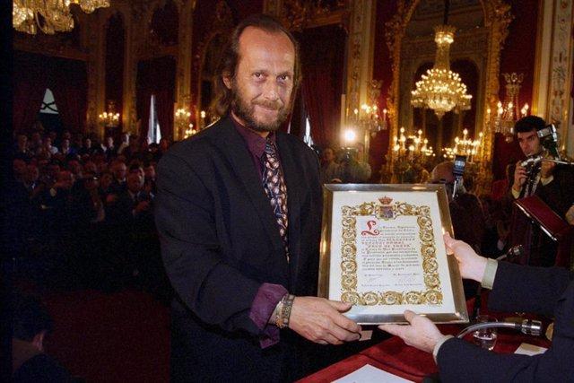 Paco de Lucía recibe el título de Hijo Predilecto de la Povincia de Cádiz (1997)
