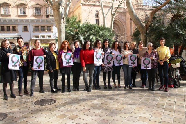 8M.- Las Mujeres Del Equipo De Gobierno De Cort Se Adhieren A La Huelga Del 8 De