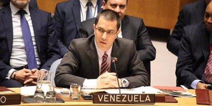 """Arreaza denuncia la """"soberbia colonialista"""" de Bolton al apelar a la Doctrina Monroe para Venezuela"""