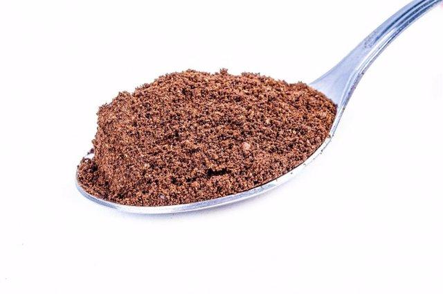 Cucharada de cacao en polvo